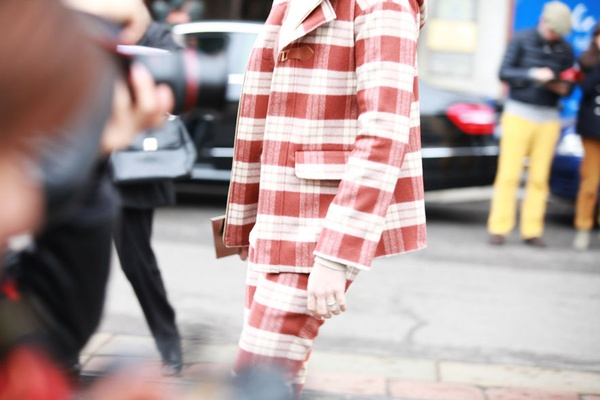 """9 cách mặc kẻ caro """"chuẩn"""" như fashionista 16"""
