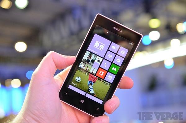 """Lumia 520 và 720: Giá quá rẻ mà lại """"chất"""" 1"""