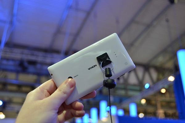 """Lumia 520 và 720: Giá quá rẻ mà lại """"chất"""" 11"""