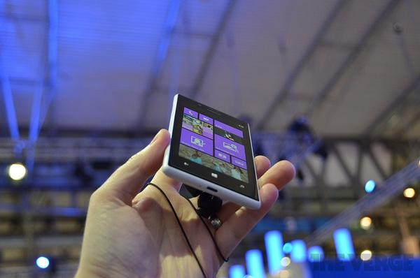 """Lumia 520 và 720: Giá quá rẻ mà lại """"chất"""" 12"""