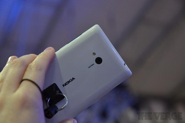 """Lumia 520 và 720: Giá quá rẻ mà lại """"chất"""" 14"""