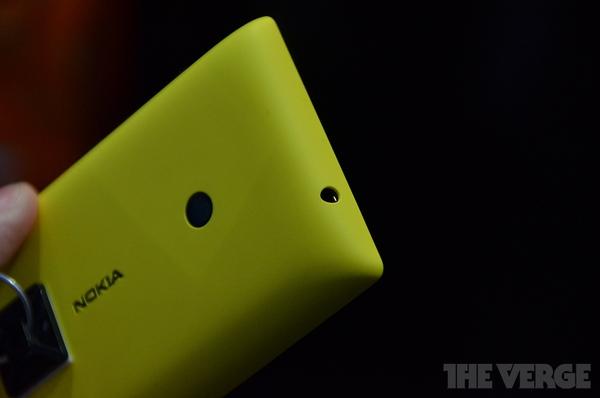 """Lumia 520 và 720: Giá quá rẻ mà lại """"chất"""" 7"""