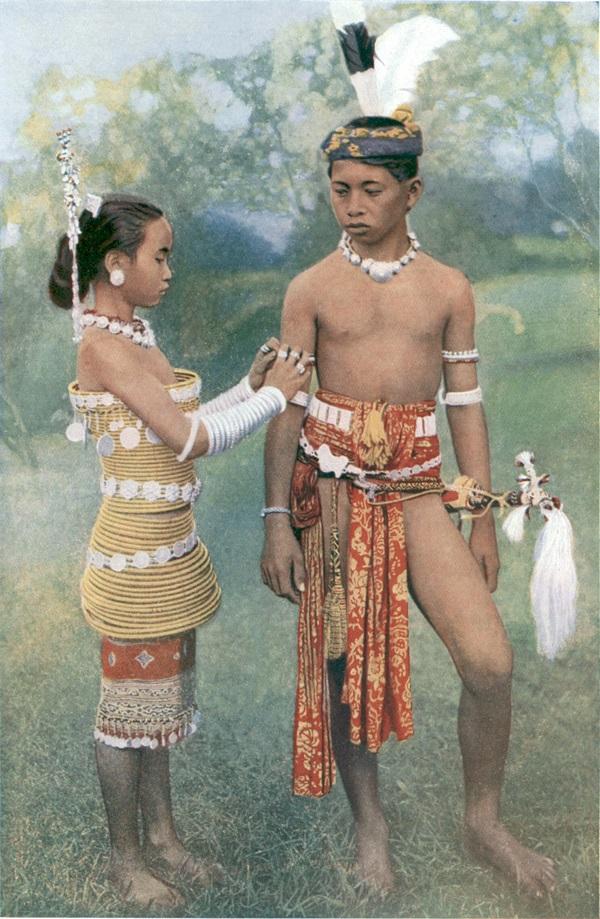 Thăm bộ tộc xăm mình đi săn đầu người thời xưa 1