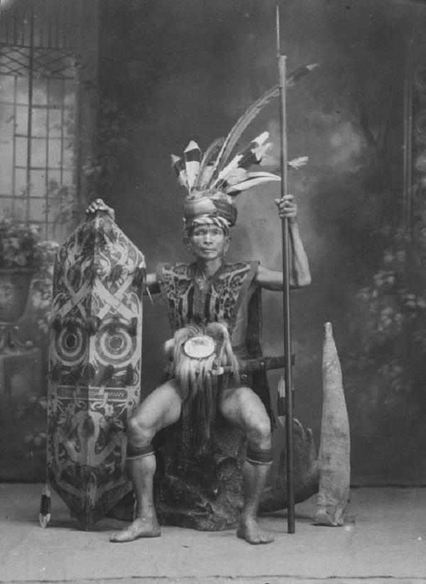Thăm bộ tộc xăm mình đi săn đầu người thời xưa 2