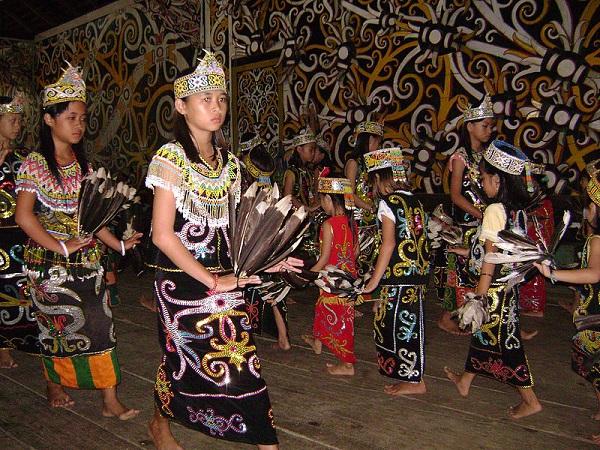 Thăm bộ tộc xăm mình đi săn đầu người thời xưa 10