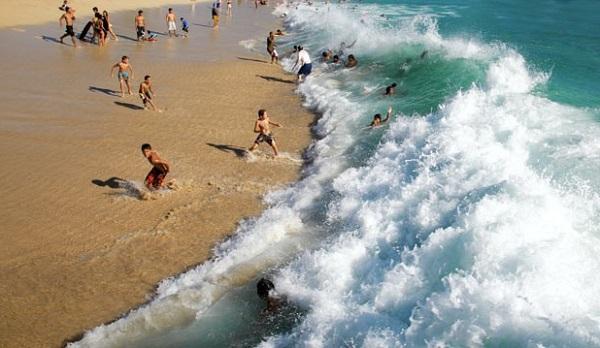 """Mối nguy hiểm khi đi biển và bí kíp thoát khỏi """"dòng nước tử thần"""" khi lỡ gặp - Ảnh 9"""
