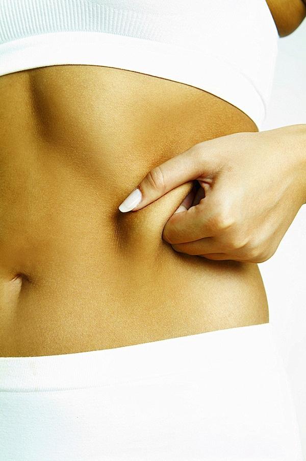 Cận cảnh quy trình phẫu thuật thẩm mỹ - hút mỡ bụng 1
