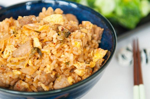 Công thức cơm chiên kimchi cay cay ngon tuyệt 7
