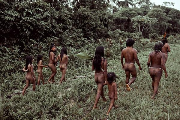 """Hình ảnh chân thực về bộ tộc """"mặc bikini"""" giống Adam và Eva 1"""