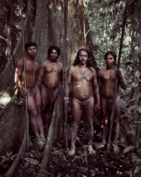 """Hình ảnh chân thực về bộ tộc """"mặc bikini"""" giống Adam và Eva 2"""