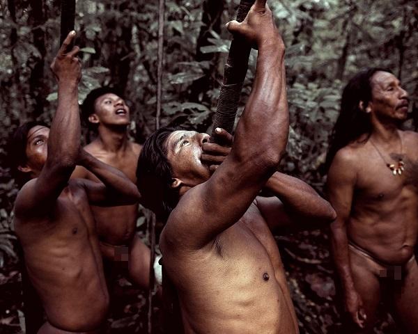 """Hình ảnh chân thực về bộ tộc """"mặc bikini"""" giống Adam và Eva 10"""