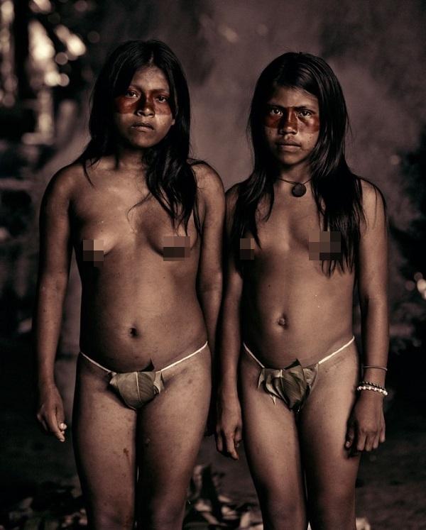 """Hình ảnh chân thực về bộ tộc """"mặc bikini"""" giống Adam và Eva 3"""