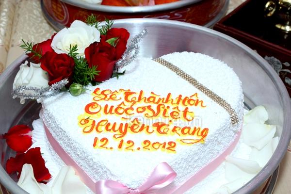 Những đám cưới hoành tráng của các hot girl Việt 83