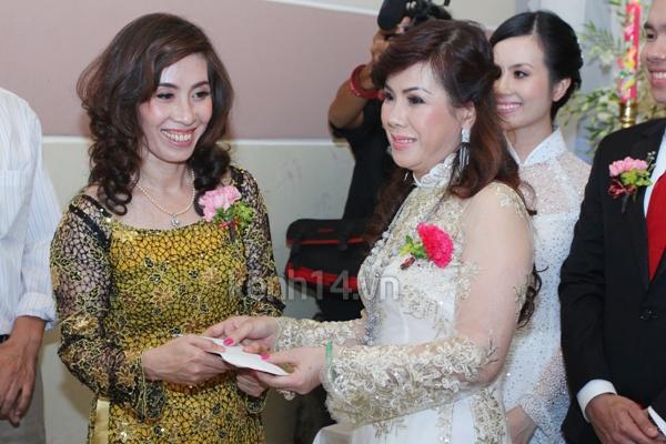 Những đám cưới hoành tráng của các hot girl Việt 98
