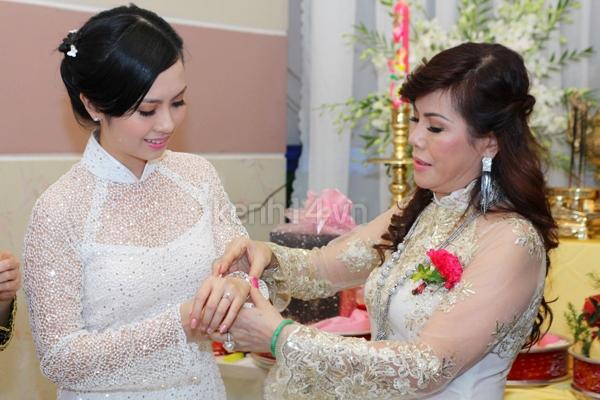 Những đám cưới hoành tráng của các hot girl Việt 100
