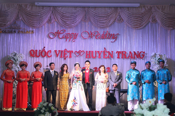 Những đám cưới hoành tráng của các hot girl Việt 115