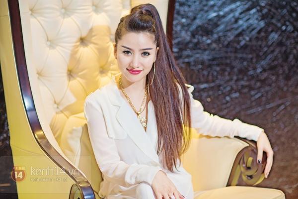 """""""Hot girl số 1 Sài Thành"""" khoe vẻ đẹp mặn mà của gái một con 9"""