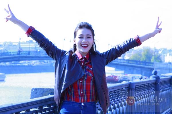 """Chùm ảnh: Dàn hot girl """"đọ"""" sắc với Thủy Tiên trên nước Nga 9"""