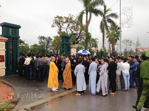 Hết giờ Lễ viếng Quốc tang, nhiều người dân vẫn xếp hàng vào viếng Đại tướng 176