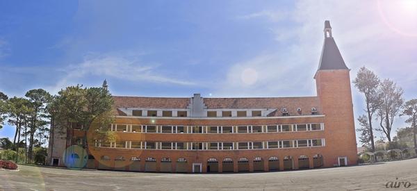 Cận cảnh ngôi trường thu hút khách du lịch nhất ở Đà Lạt 7