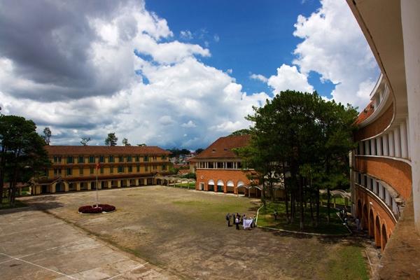 Cận cảnh ngôi trường thu hút khách du lịch nhất ở Đà Lạt 16