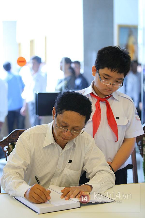 TP.HCM: Không khí trang nghiêm và đầy cảm động trong lễ viếng Đại tướng 49
