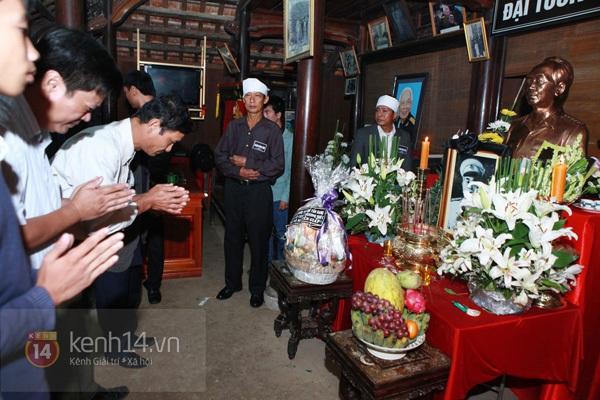 Hết giờ Lễ viếng Quốc tang, nhiều người dân vẫn xếp hàng vào viếng Đại tướng 179