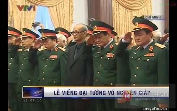 Hết giờ Lễ viếng Quốc tang, nhiều người dân vẫn xếp hàng vào viếng Đại tướng 149