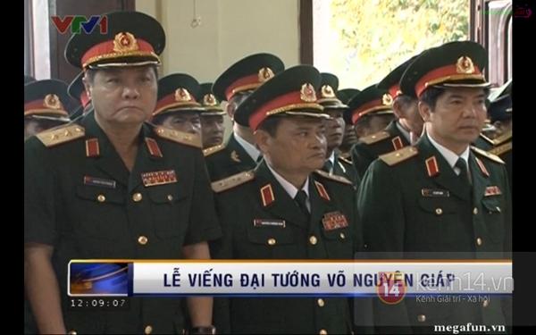 Hết giờ Lễ viếng Quốc tang, nhiều người dân vẫn xếp hàng vào viếng Đại tướng 155