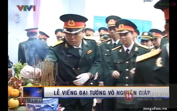 Hết giờ Lễ viếng Quốc tang, nhiều người dân vẫn xếp hàng vào viếng Đại tướng 158