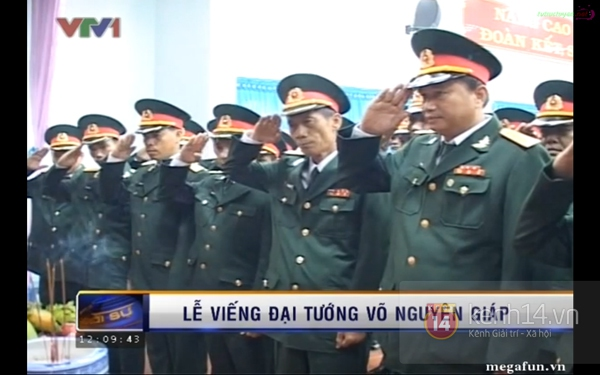 Hết giờ Lễ viếng Quốc tang, nhiều người dân vẫn xếp hàng vào viếng Đại tướng 159