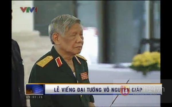 Hết giờ Lễ viếng Quốc tang, nhiều người dân vẫn xếp hàng vào viếng Đại tướng 29