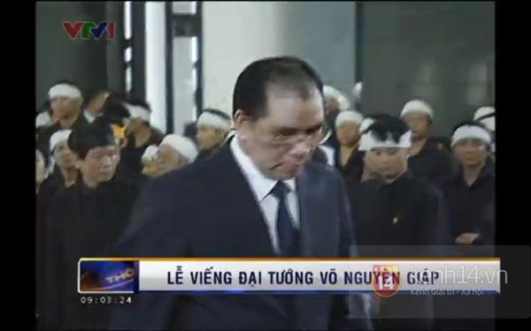 Hết giờ Lễ viếng Quốc tang, nhiều người dân vẫn xếp hàng vào viếng Đại tướng 42