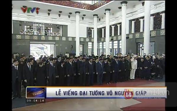 Hết giờ Lễ viếng Quốc tang, nhiều người dân vẫn xếp hàng vào viếng Đại tướng 50