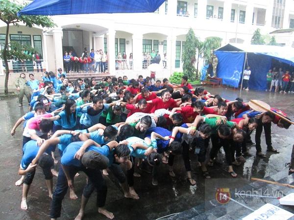 Buổi giao lưu văn hóa giữa trời mưa bão của sinh viên Đà Nẵng 1
