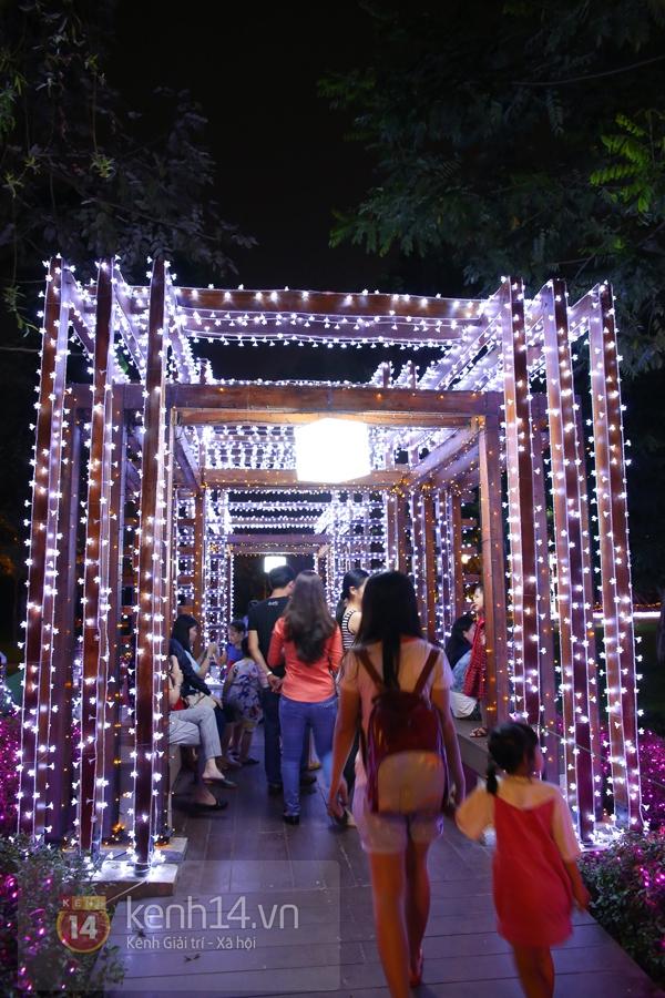 Sài Gòn: Ngỡ ngàng ngắm công viên sáng rực trong đêm với nửa triệu bóng đèn Led 6