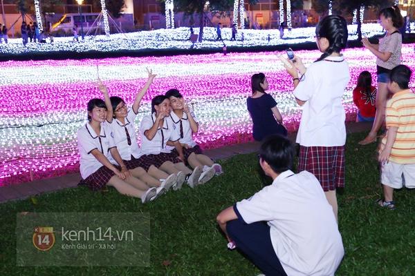 Sài Gòn: Ngỡ ngàng ngắm công viên sáng rực trong đêm với nửa triệu bóng đèn Led 16