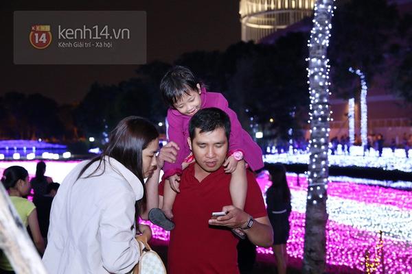 Sài Gòn: Ngỡ ngàng ngắm công viên sáng rực trong đêm với nửa triệu bóng đèn Led 15