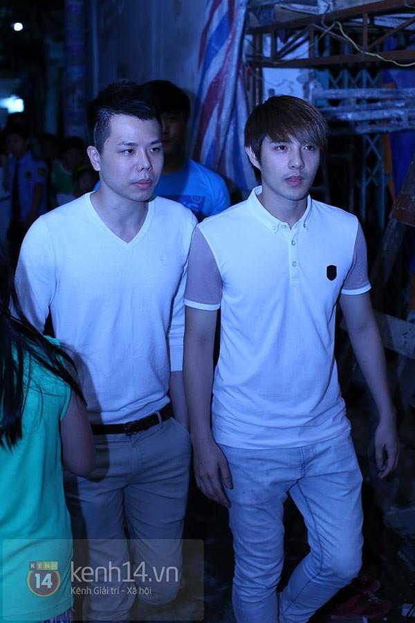 Các sao nghẹn ngào trong tang lễ toàn màu trắng của Wanbi Tuấn Anh 9