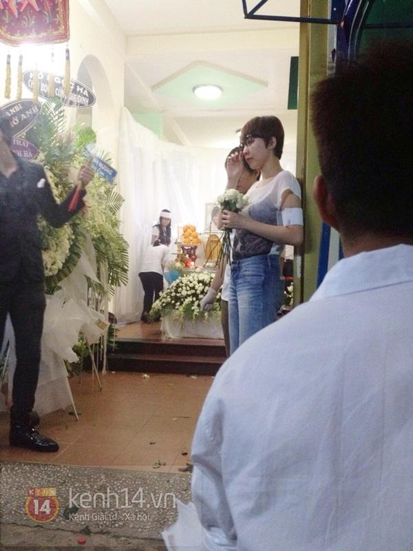 Các sao nghẹn ngào trong tang lễ toàn màu trắng của Wanbi Tuấn Anh 4