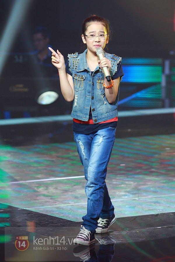 """Liveshow 2: Hồ Hoài Anh và Trấn Thành """"đấu"""" vọng cổ vì Phương Mỹ Chi 8"""