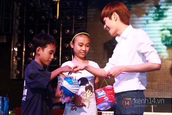 Sao Việt ủng hộ Mai Phương Thúy làm show từ thiện Trung thu 13