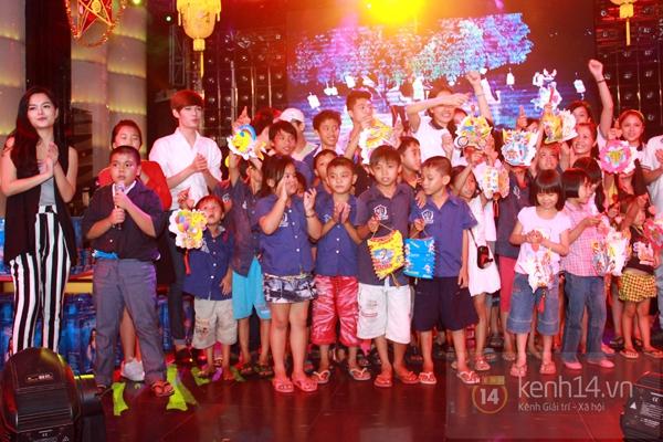 Sao Việt ủng hộ Mai Phương Thúy làm show từ thiện Trung thu 19