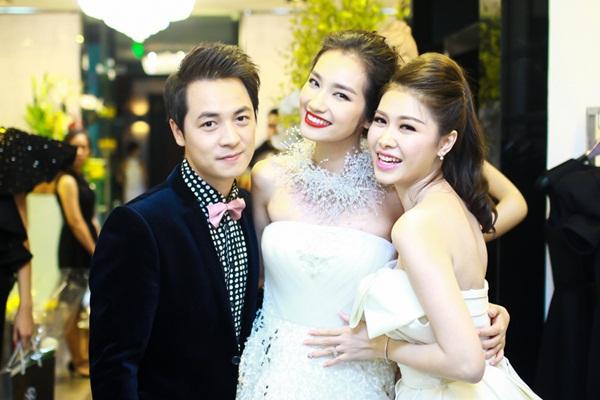 Vợ Đăng Khôi xuất hiện như ngôi sao sau đám cưới 9