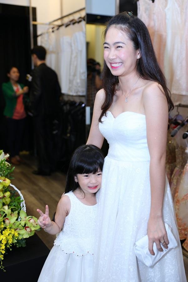 Vợ Đăng Khôi xuất hiện như ngôi sao sau đám cưới 14