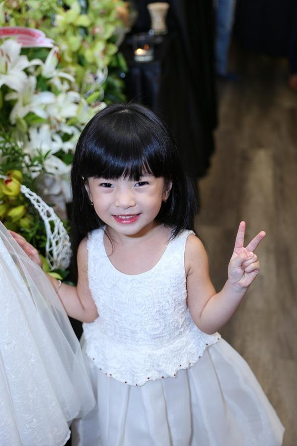 Vợ Đăng Khôi xuất hiện như ngôi sao sau đám cưới 15