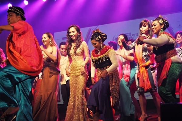 Ái Phương ấn tượng tại Malaysia, Đinh Huy (The Voice) ủng hộ người đồng tính 6