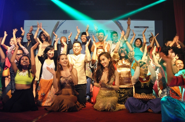 Ái Phương ấn tượng tại Malaysia, Đinh Huy (The Voice) ủng hộ người đồng tính 9