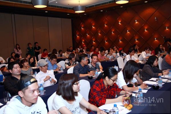 HOT Clip: SNSD rạng rỡ chào fan Việt, BTC trải thảm đó đón sao Hàn ở Tân Sơn Nhất 11