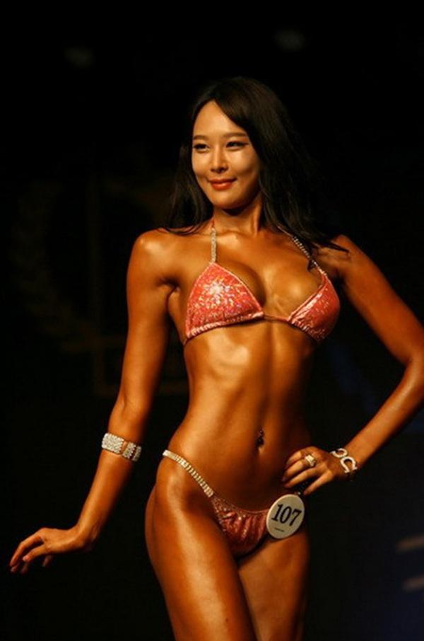 """Lạ mắt cuộc thi hoa hậu """"cơ bắp"""" tại Hàn Quốc 2"""